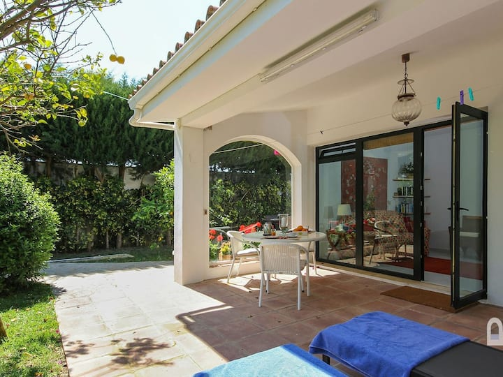 Luxury apartment in Fuente del Gallo, very close to the sandy cove, shared pool.
