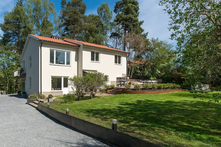 Modern spacious villa