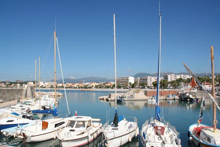 SEAFRONT  APARTMENT in  Côte d'Azur - Cagnes-sur-Mer - Apartamento