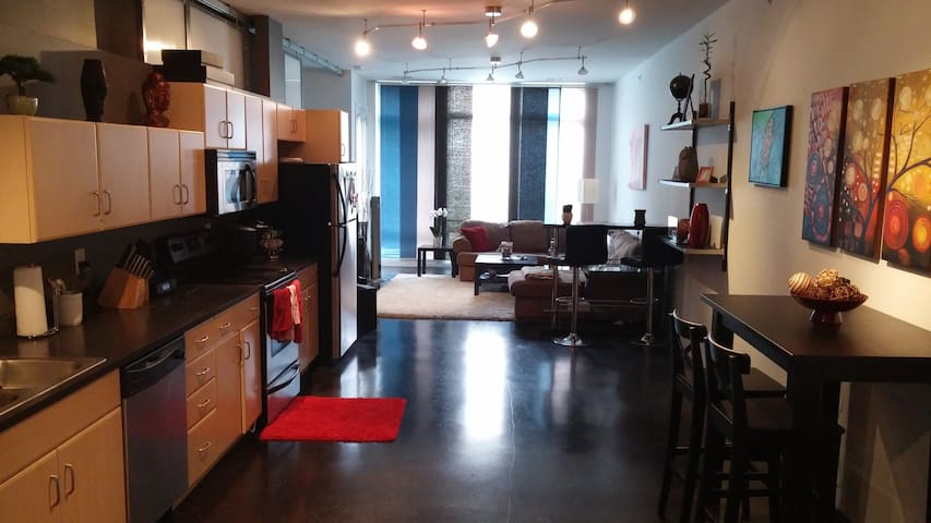 Loft apt walking distance to ASG