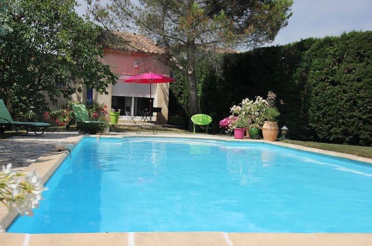 STUDIO entre Avignon et Pt du Gard - Rochefort-du-Gard - Bed & Breakfast