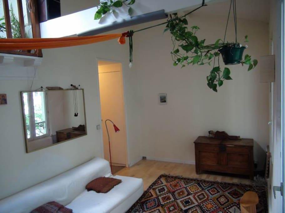 le salon vers le couloir de sortie