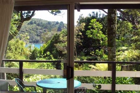Dbl en suite room, verandah & view! - Great Barrier Island - Haus