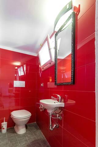 private  bathroom/bagno in camera da letto