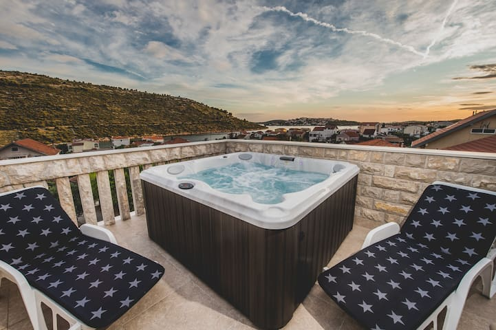 Jacuzzi for 6 persons