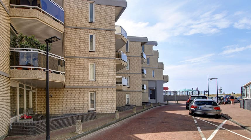 Groundfloor appartement 30 meters from the beach.