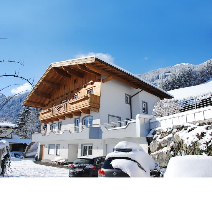 """App 2-4 Persons"" in the Apartment House Alpenjuwel near several Ski Resorts with Wi-Fi; Parking Available"