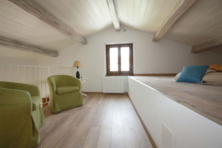 Lovely apartment with loft and wide garden - Cagli