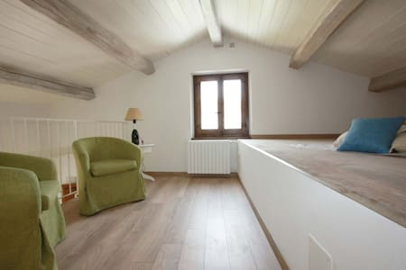 Lovely apartment with loft and wide garden - Cagli - Apartament
