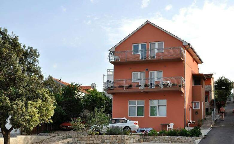 RENTING 1- 3 Apart. or Whole House! - Bilice - Villa