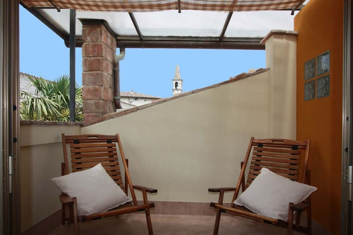 Lovely apartment with wide garden - Cagli - Apartamento