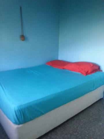 Cheap spare room - Gros Islet - Rumah