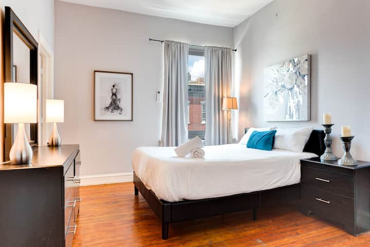 NEW  Cozy and Chic - 2 Bedroom Rittenhouse Retreat in Historic Building