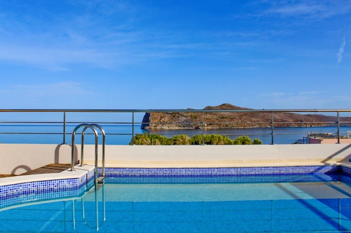 Seafront Estate:Private Pool, Seaview, Agia Marina
