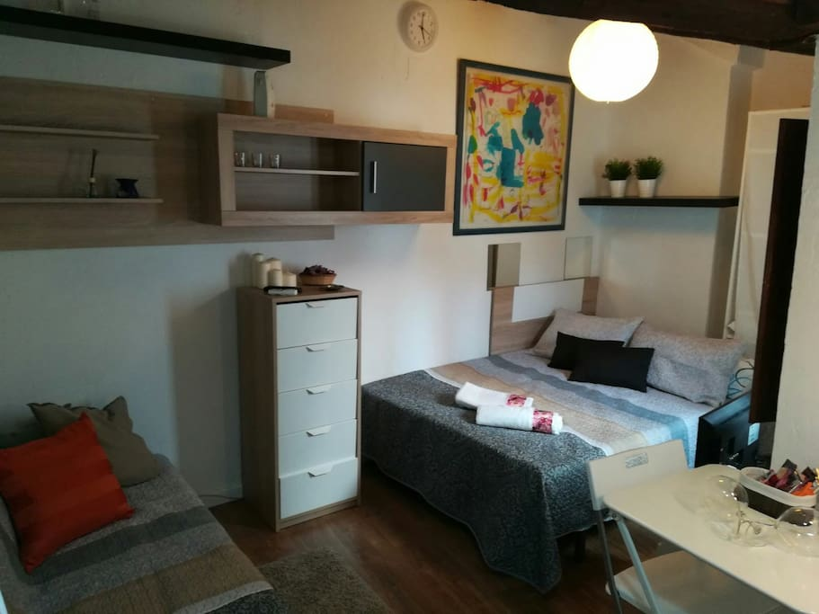 Mini estudio centrico anton martin lavapies suites for Mini suite parentale