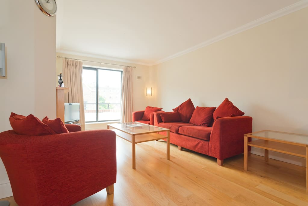 Spacious & comfortable sitting room.