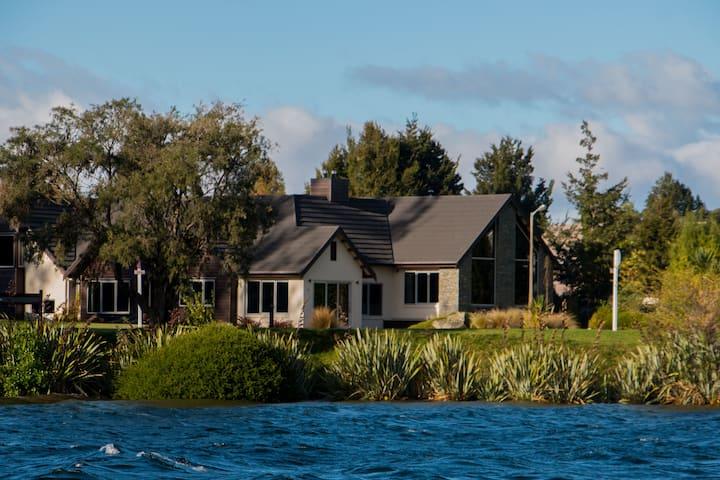 A Lake Front Retreat