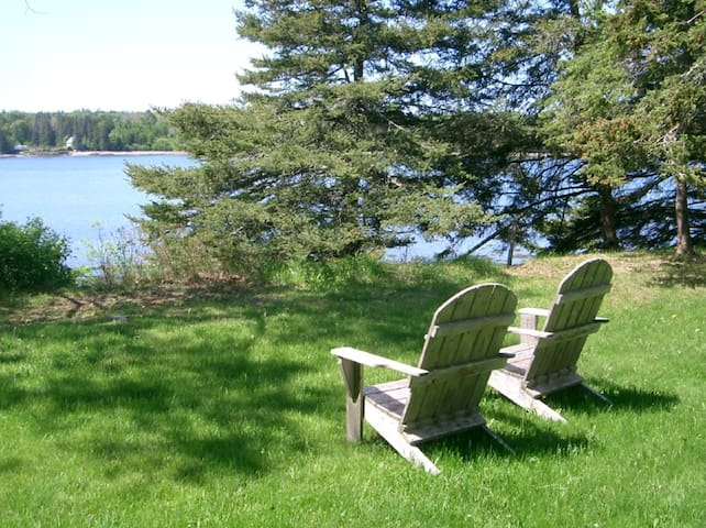 Dow Road Waterfront Cottage - Deer Isle - Cottage