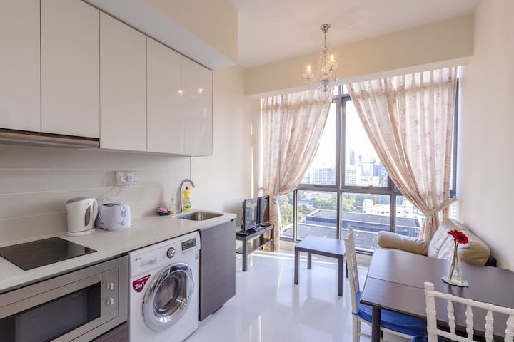 1 Bedroom Sky Condo Zsm