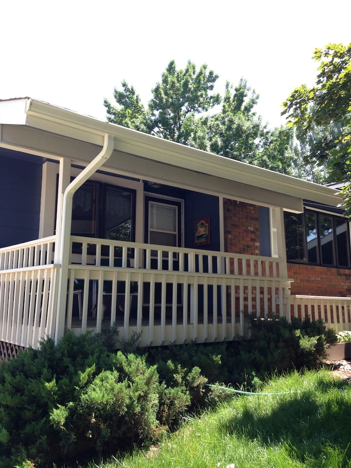 Private Home/Deck -Nearby all