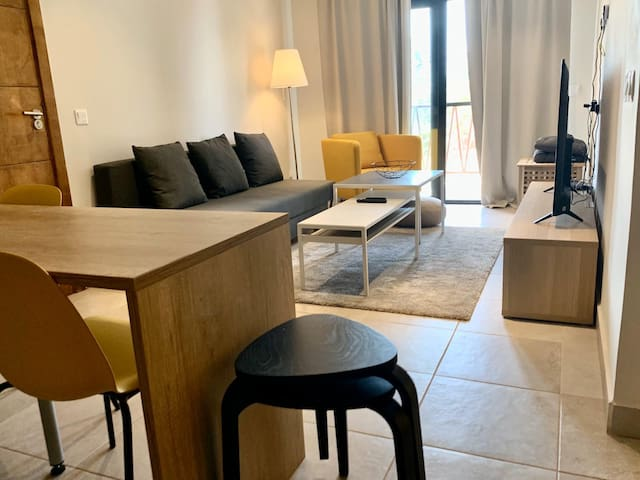 Airy & modern apartment in Senegambia - free WiFi
