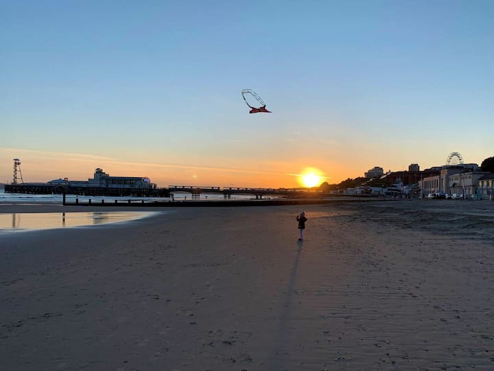Bournemouth Beach, spacious 2 bed room, Ground F.