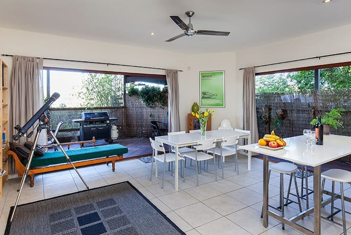 Cliff Top Villa in Trendy Bulimba - Bulimba - Villa