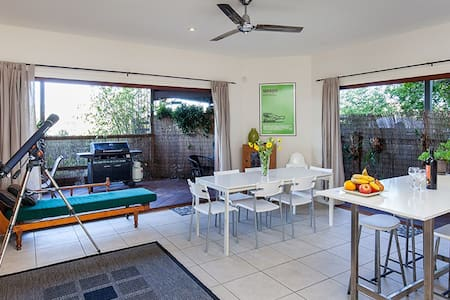 Cliff Top Villa in Trendy Bulimba - Bulimba
