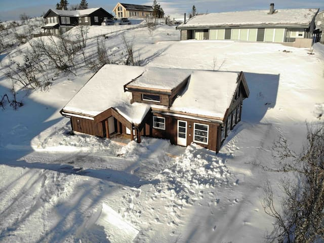 Ny og flott hytte på Gamlestølen