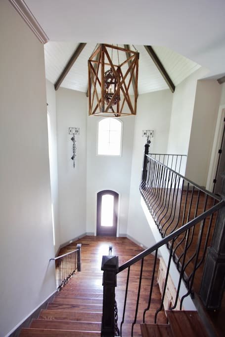 2 story vaulted ceiling when you enter the house.