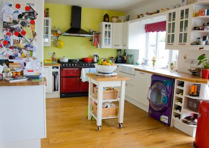 Bungalow/room, near Bridgend town. - Bridgend