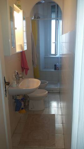 2 camere private in appartamento - Roma