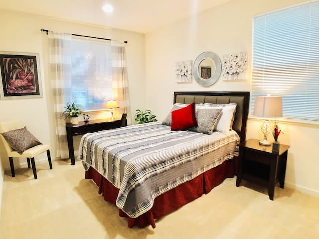 New Large Bedroom & Private Bath in Spacious Home