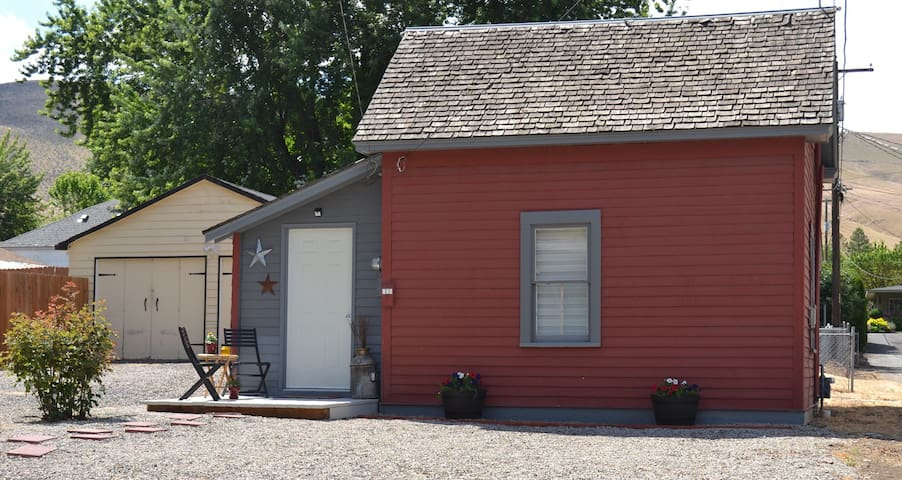 Convenient and Cozy in the heart of Prosser