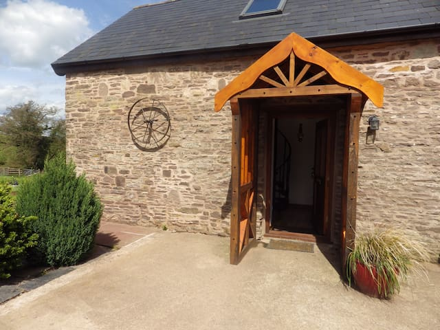 Usk country cottages-Cedar cottage at pentre farm - Llangwm Usk