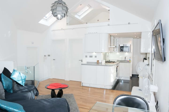 Two bedroom glorious flat in Covent Garden, Zone 1