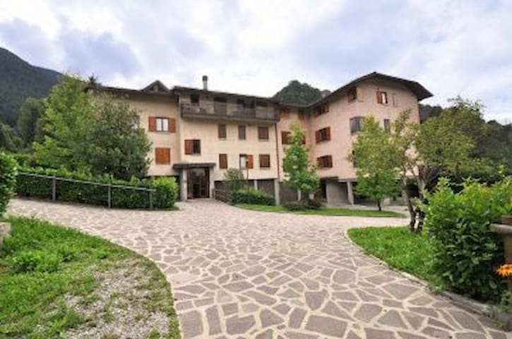 Cozy two bedroom flat mountain view - Piazzatorre - Apartamento