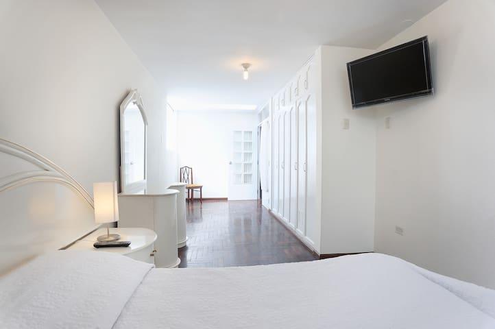 Sunny, Great views, 3 en-suite bedrooms! - Cerro Colorado  - Leilighet
