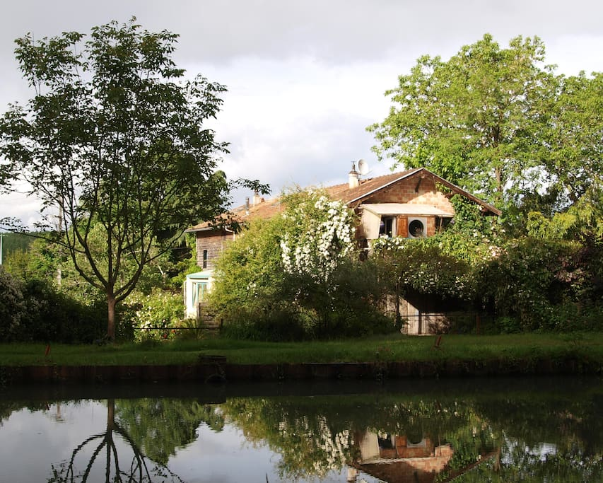 Eco gite au jardin chambre bambou houses for rent in for Au jardin guest house riebeeckstad