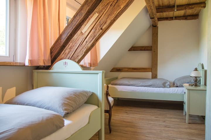 Schönes Zimmer im Grünen nahe Dinkelsbühl