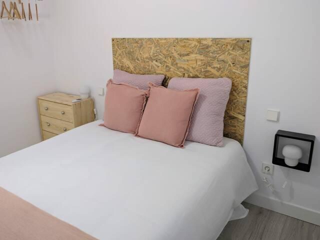 habitación con cama de 1,35