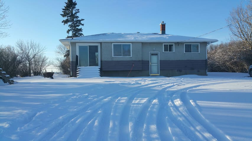 Room for Rent on Airdrie Farm - Airdrie - House