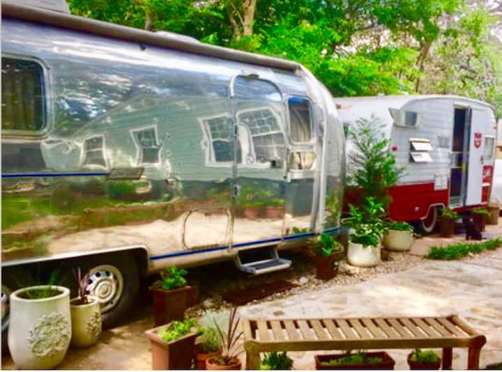 Vintage Airstream 1974 Land Yacht - City Glamping