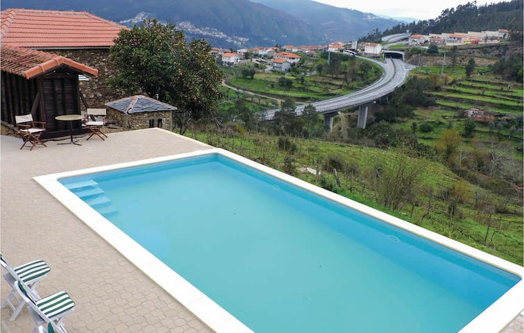 Holiday cottage with 4 bedrooms on 200 m² in Castelo de Paiva