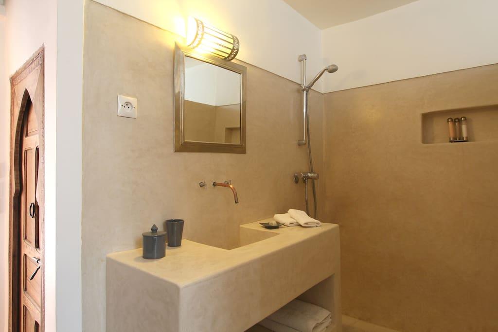 Bathroom Sghira