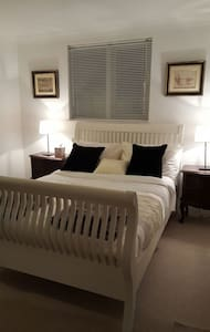 Quiet cosy room just off coast road - Telscombe Cliffs