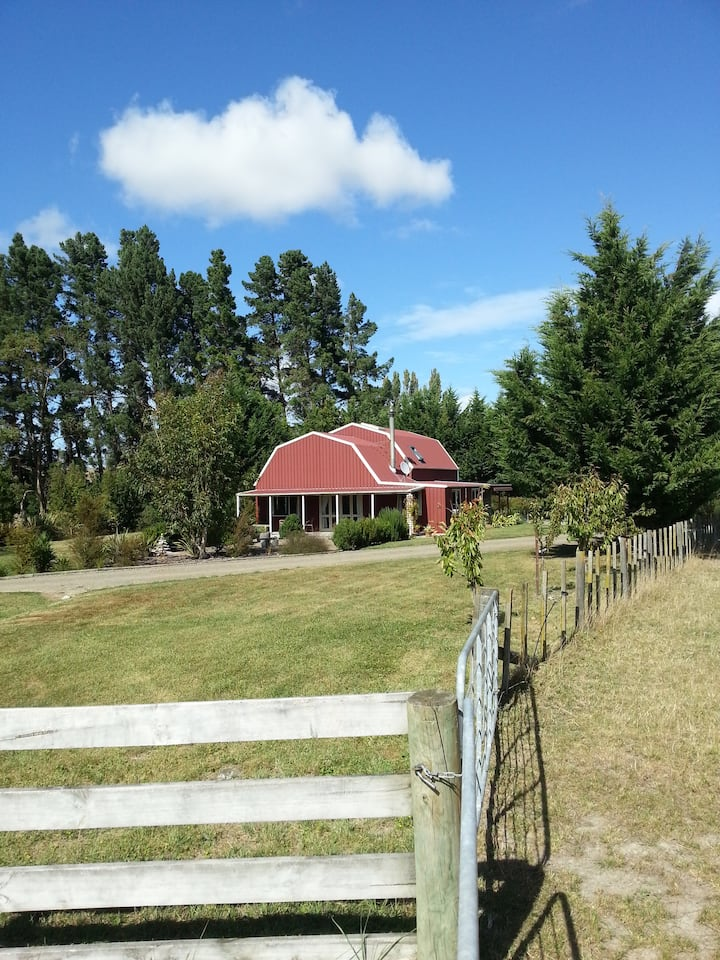 Quiet, country barn-style home stay.