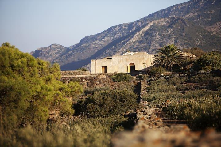 Dammuso Grande - nature and architecture