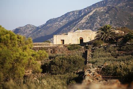 Dammuso Grande - nature and architecture - Pantelleria