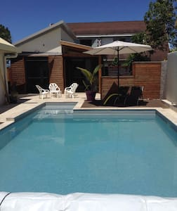 Bungalow de charme plus piscine - Saint-Pierre